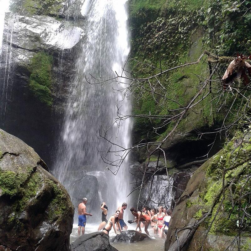 aguisur-caribetours-bribri-tour-wasserfall_q