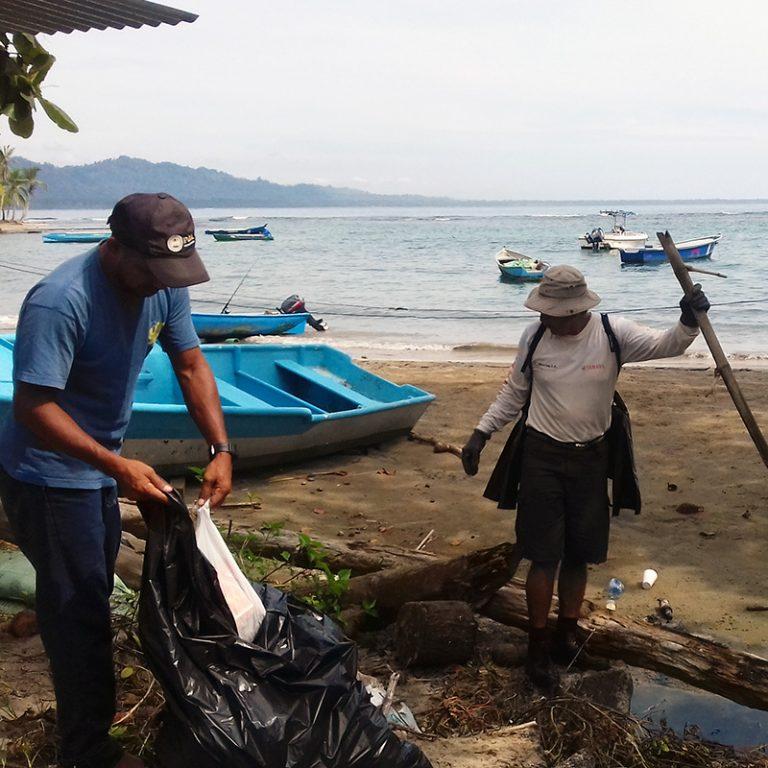 aguisur-caribetours-costarica-project-beachcleanup-cahuita