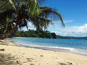aguisur-costarica-caribetours-strand-baden-cahuita